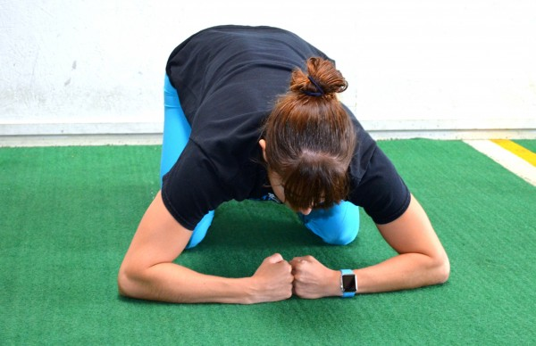 wide-grip-push-up-stance